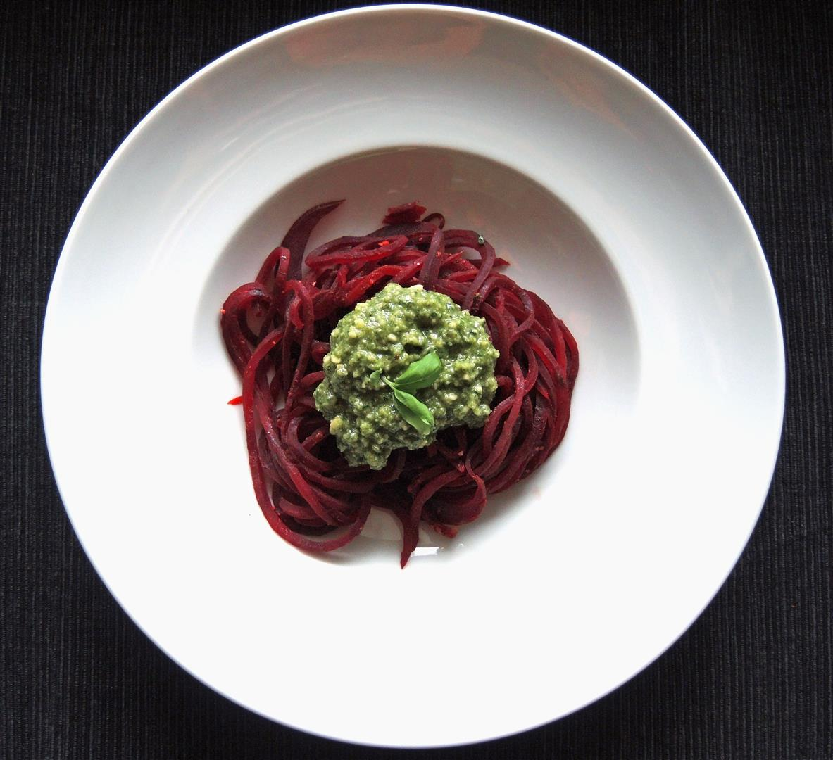 rote bete spaghetti mit pesto vegan chilirosen. Black Bedroom Furniture Sets. Home Design Ideas