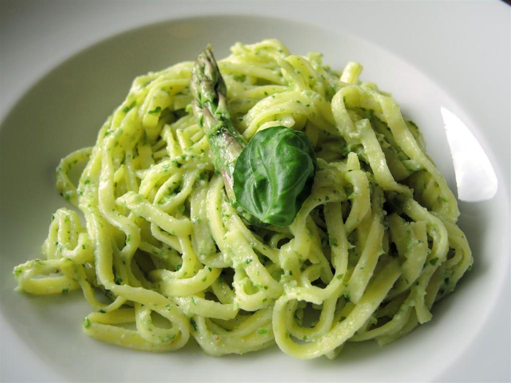 Grüner-Spargel-Pesto (1)