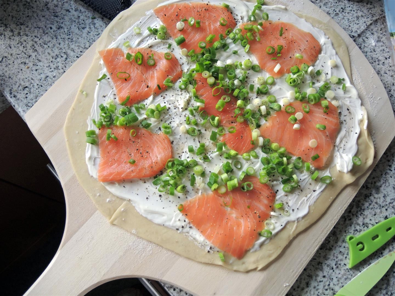 Flammkuchen Weber Holzkohlegrill : Der perfekte flammkuchen aus dem weber gasgrill chilirosen
