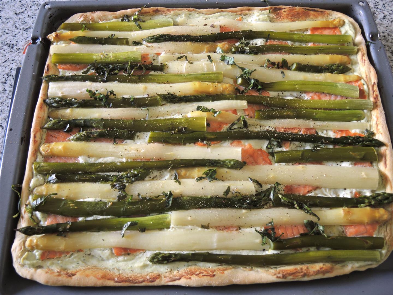 Spargelpizza-mit-Räucherlachs (1)